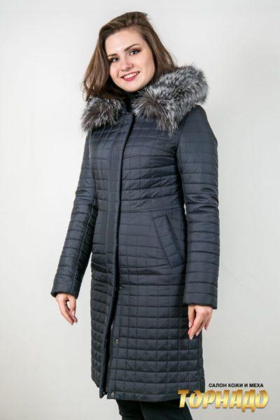 Женское пальто с отделкой из меха чернобурой лисы. Артикул 22905.