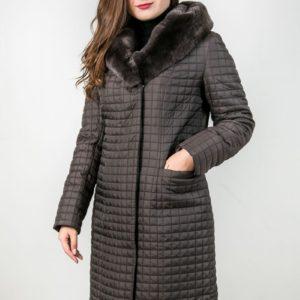 Женское пальто с отделкой из меха кролика. Артикул 22959.