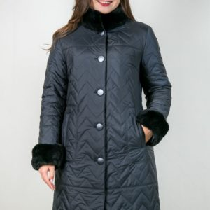 Женское пальто с отделкой из меха кролика. Артикул 22898.